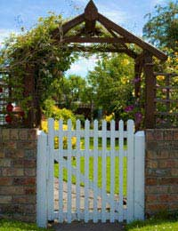 Choosing Safe, Non Toxic Stains and Paints for Fences